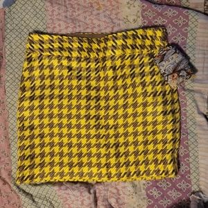Yellow and brown houndstooth miniskirt